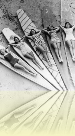 Surf sirens, Manly beach, Ray Leighton, 1938–1946. National Library of Australia++