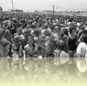 Little Pattie concert, Bondi surfing championship, Ron Perrott, 1963. Courtesy and © Estate of Ron Perrott++